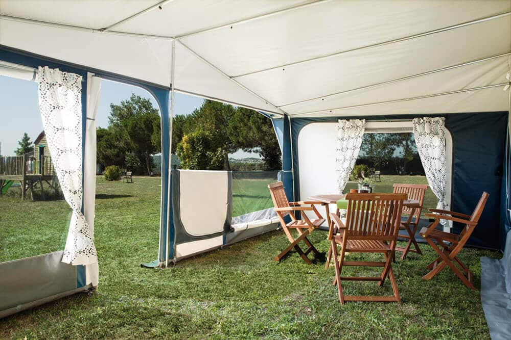 Manufactures of camping and mountain tents, kitchens, awnings and camping accessories